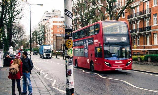 bus-3013054_1920.jpg